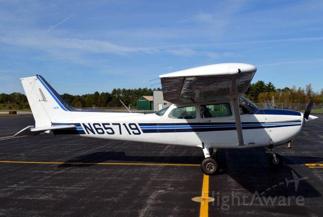 Cessna Skyhawk (N65719)