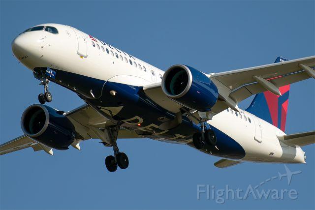 Airbus A220-100 (N105DU)