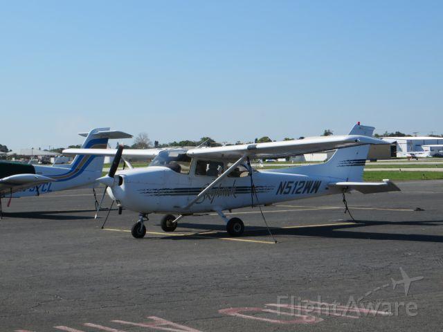 Cessna Skyhawk (N512WW)
