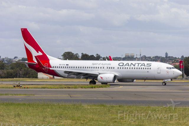 Boeing 737-800 (VH-VYE) - Qantas (VH-VYE) Boeing 737-838(WL) arriving at Sydney Airport