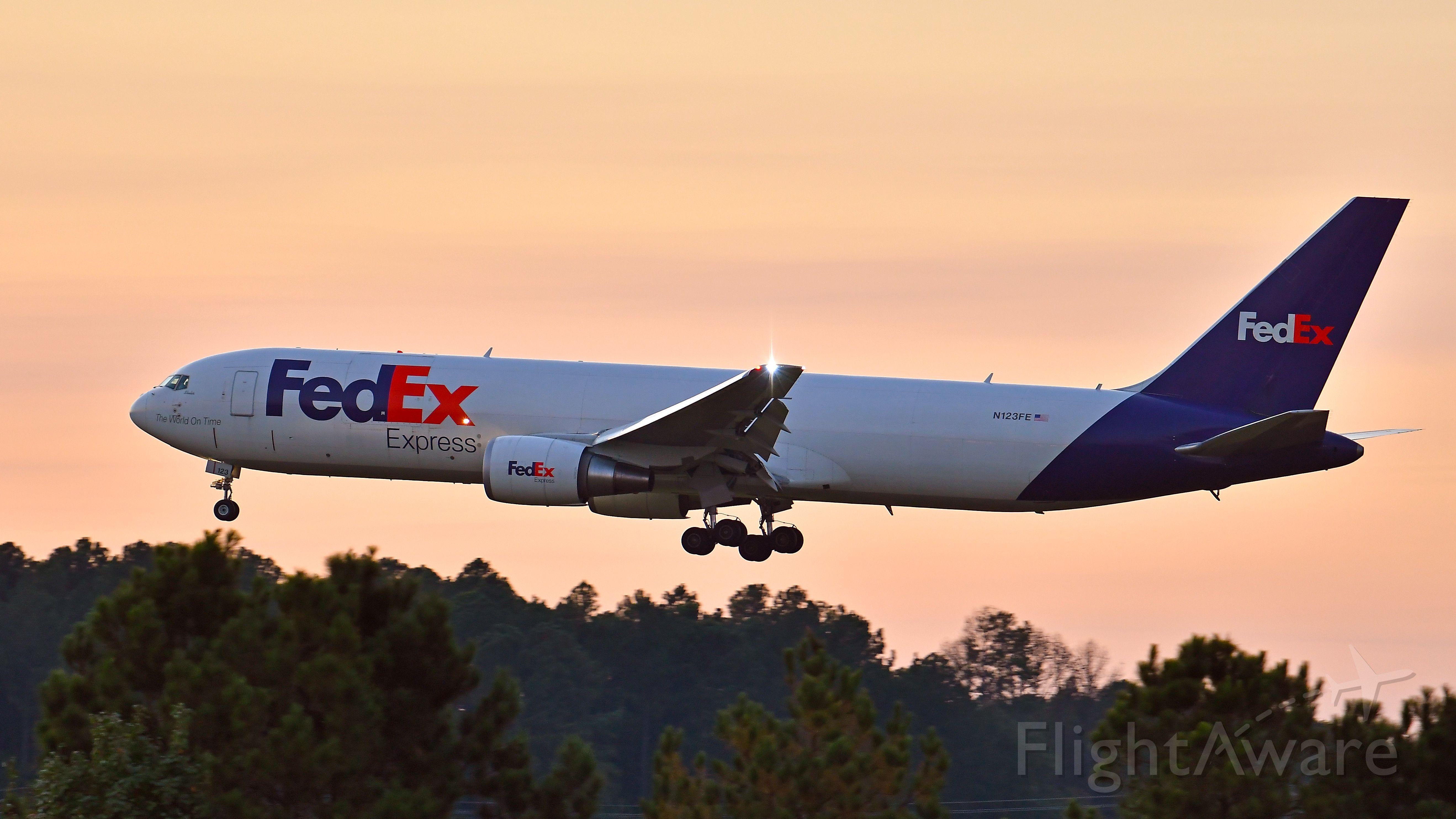 BOEING 767-300 (N123FE) - FedEx Boeing 767-300 (N123FE) arrives KRDU Rwy 23R on 10/07/2020 at 6:56 pm.
