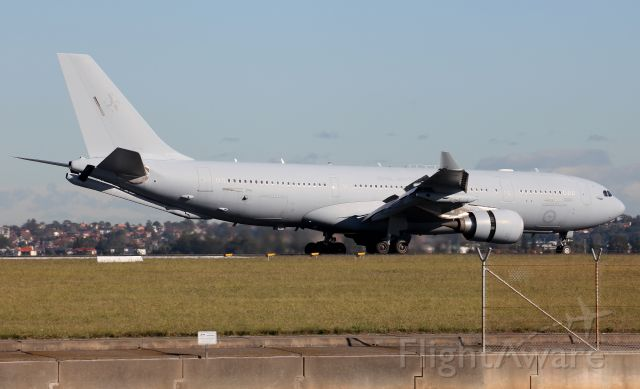 A39004 — - Arriving Rwy 34R