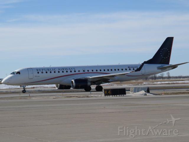 Embraer ERJ-190 (N164HQ)