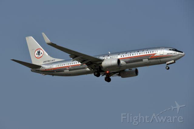 Boeing 737-800 (N905NN) - Astrojet landing on 35R at DFW.