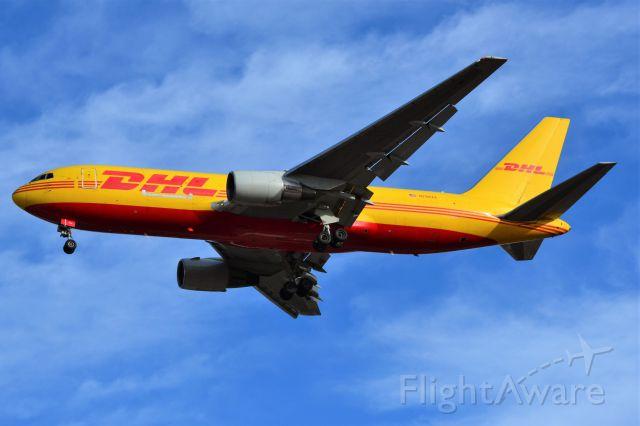 BOEING 767-200 (N788AX) - Arriving 36R at KCLT - 12/26/17