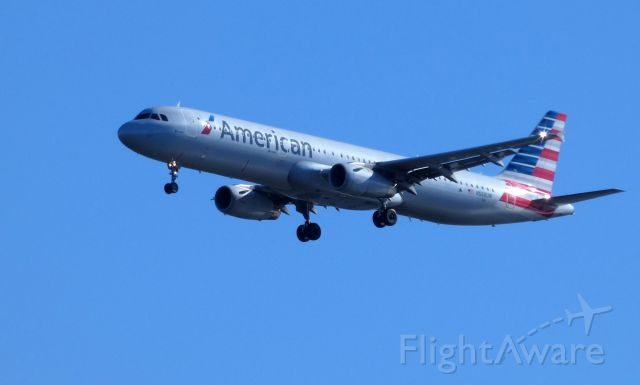 Airbus A321 (N568UW) - Shown here on approach is an American Airlines Airbus A321 in the Summer of 2018.