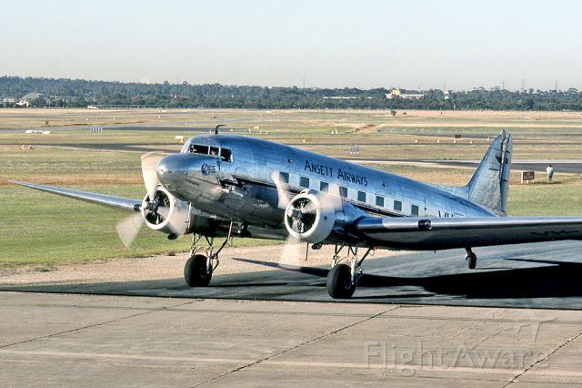 Douglas DC-3 (VH-ABR) - ANSETT AIRWAYS - DOUGLAS DC-3-G202A - REG VH-ABR (CN 2029) - PARAFIELD AIRPORT ADELAIDE SA. AUSTRALIA - YPPF 17/2/1996