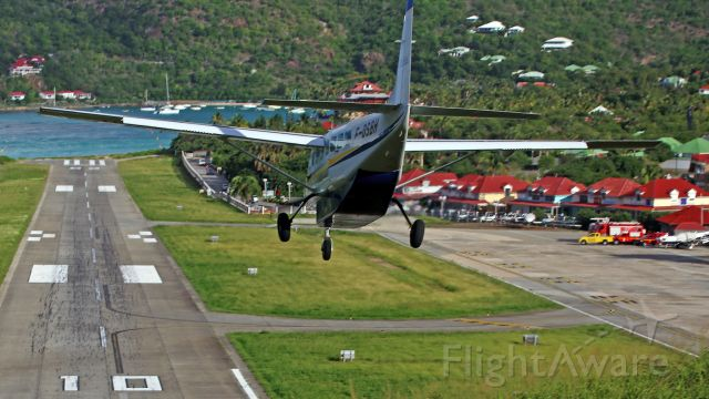 Cessna Caravan (F-OSBH) - Carrefour D209/D212<br />Spectacular landing. St Jean Beach in the distance.