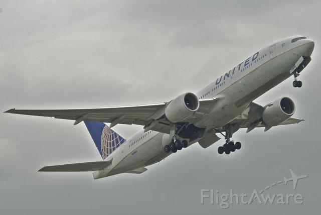 Boeing 777-200 (N788UA) - United B772 Flt. 930 LHR-SFO