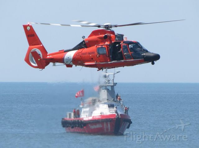 — — - USCG HH-65 Demo at Atlantic City, NJ