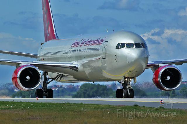 BOEING 767-300 (N351AX)