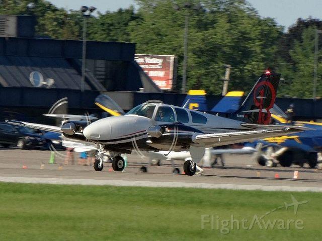 Beechcraft 55 Baron (N1832W)