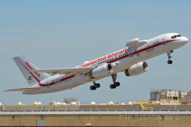 Boeing 757-200 (N757HW) - Honeywell 757-225 N757HW at Phoenix Sky Harbor on May 31, 2018.