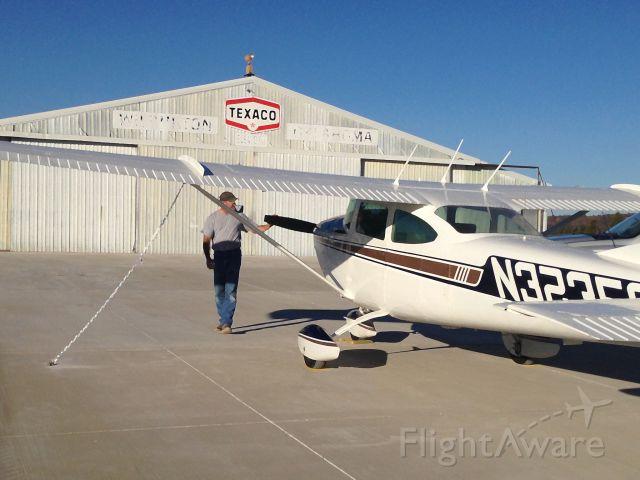 Cessna Skylane (N3235S)