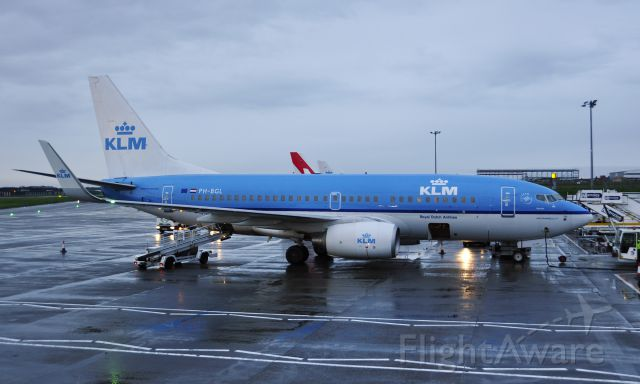 Boeing 737-700 (PH-BGL) - KLM Boeing 737-7K2(WL) PH-BGL getting ready in Aberdeen for the 6 am flight to Amsterdam
