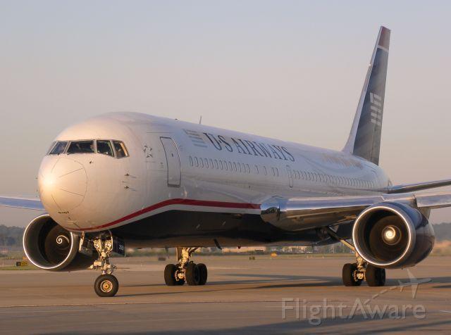 BOEING 767-200 (N253AY)