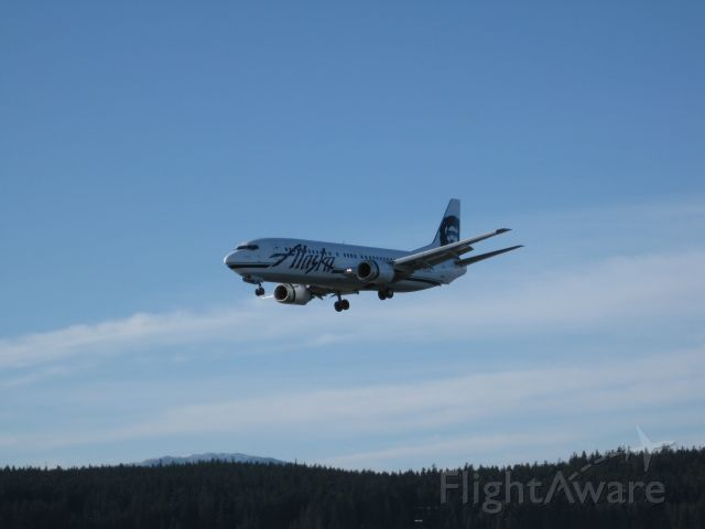 Boeing 737-700 (N760AS) - Approaching Runway 08, over the Mendenhall River