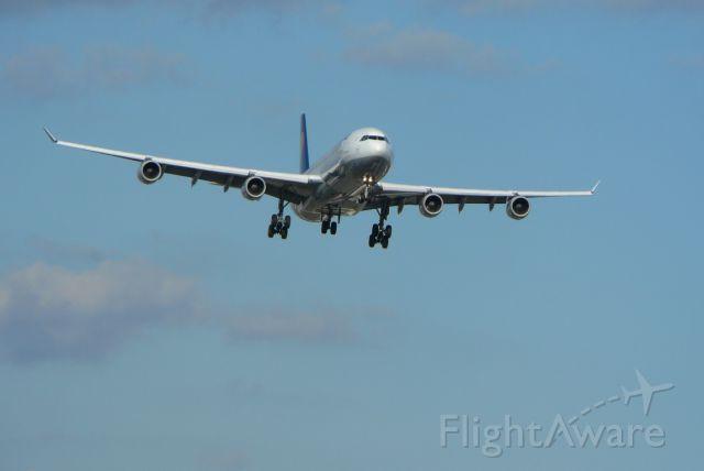 Airbus A340-300 (D-AIGA)
