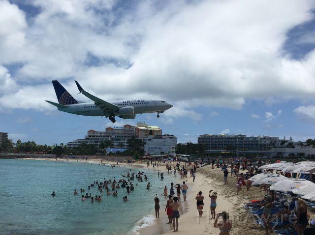 Boeing 737-700 (N17719)