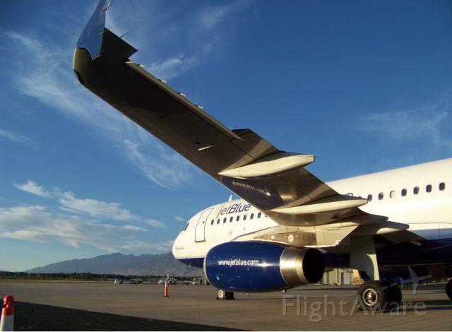 Airbus A320 (N643JB)
