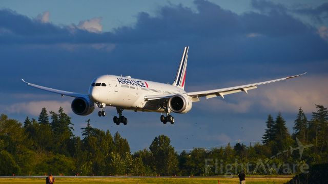 Boeing 787-9 Dreamliner (F-HRBJ) - BOE338 on short final to Rwy 34L to complete a flight test on 7.17.20. (ln 1013 / cn 42497).