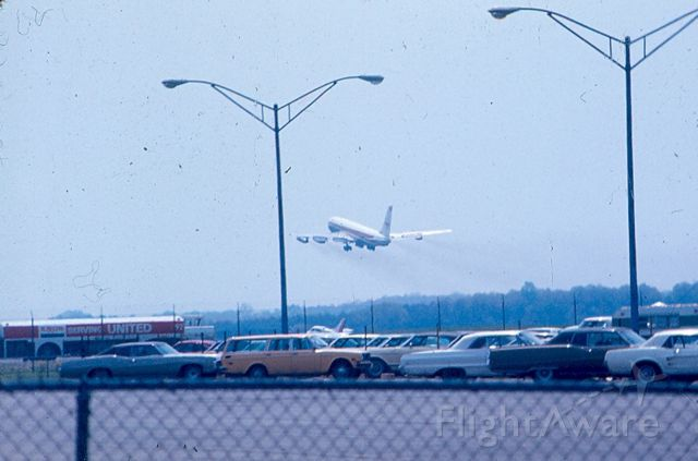 Boeing 720 — - One last shot of the TWA Boeing 720 taking off from KBWI on runway 15.  Sorry about the crud in the picture, I wasn