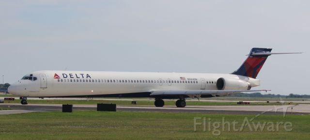 McDonnell Douglas MD-90 (N944DN) - N944DN