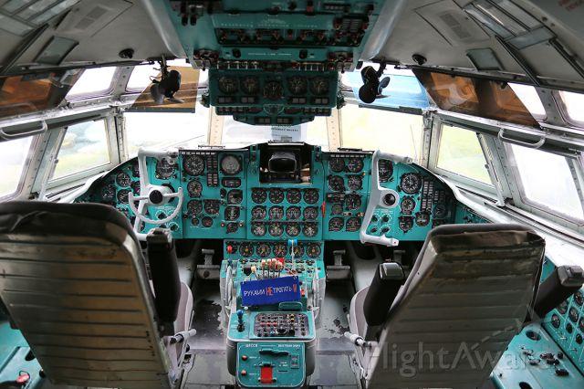 Ilyushin Il-62 (CCCP86696) - The cockpit of IL-62 (Registration CCCP-86696) at National Aviation Museum in Zhulyany, Ukraine.