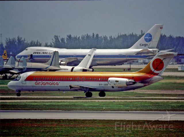 McDonnell Douglas DC-9-30 —
