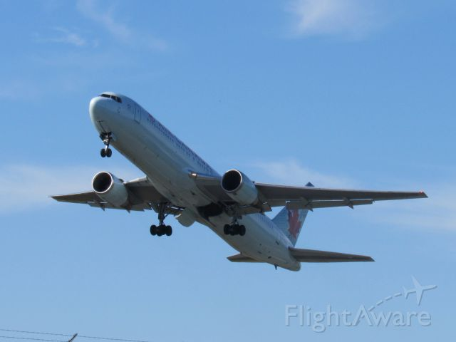 BOEING 767-300 (C-GDUZ)