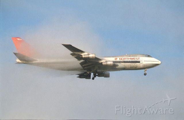 BOEING 747-100 (N601US) - Final Approach to Narita Intl Airport Rwy34 on 1988/08/21
