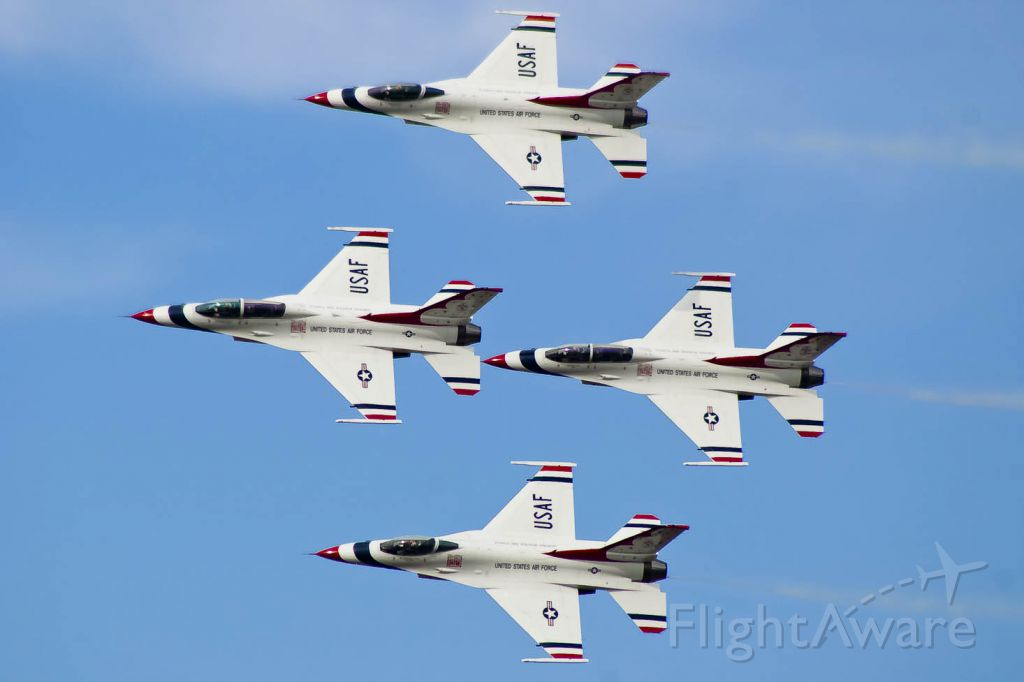 Lockheed F-16 Fighting Falcon — - The U.S. Thunderbirds do a a pass in review at Tyndall AFB.