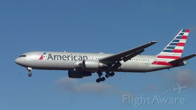 BOEING 767-300 (N368AA) - Avião procedente de Miami (eua),pousando no Aeroporto de Confins