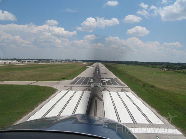 Cessna Skylane (N2260E) - Short Final 17R KDWH C-182T.