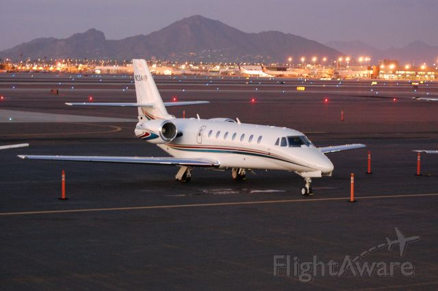 Cessna Citation Sovereign (N204RP) - Camelback Mountain in background