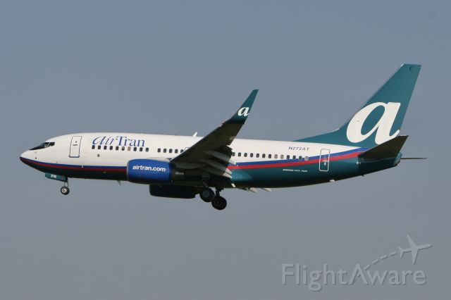 Boeing 737-700 (N272AT) - October 8, 2007 - approached Flint, Michigan
