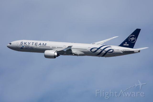 BOEING 777-300 (B-2049) - Skyteam C/S departing JFK