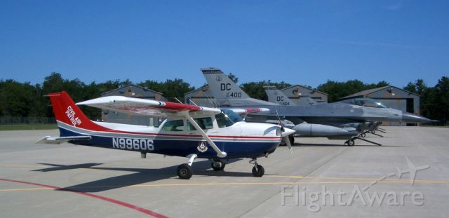 Cessna Skyhawk (N99606) - In good company at Alpena Encampment.