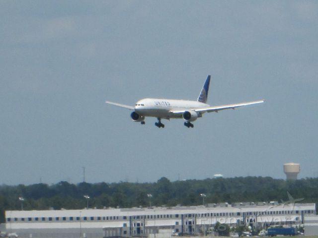 Boeing 777-200 (N77006)