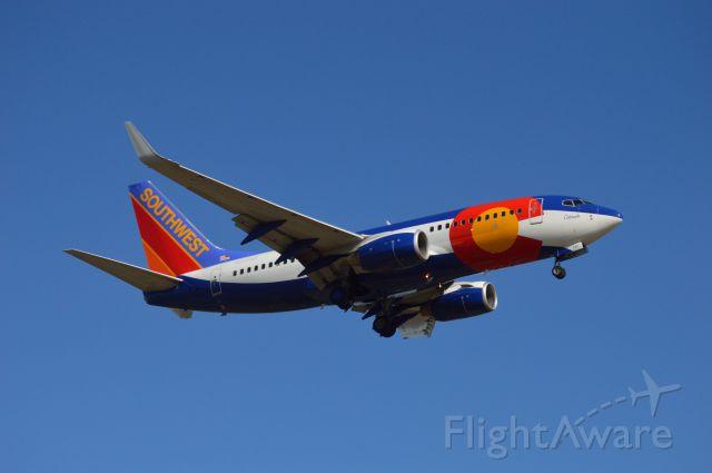 Boeing 737-700 (N230WN) - Southwests Colorado One on final for Bradley