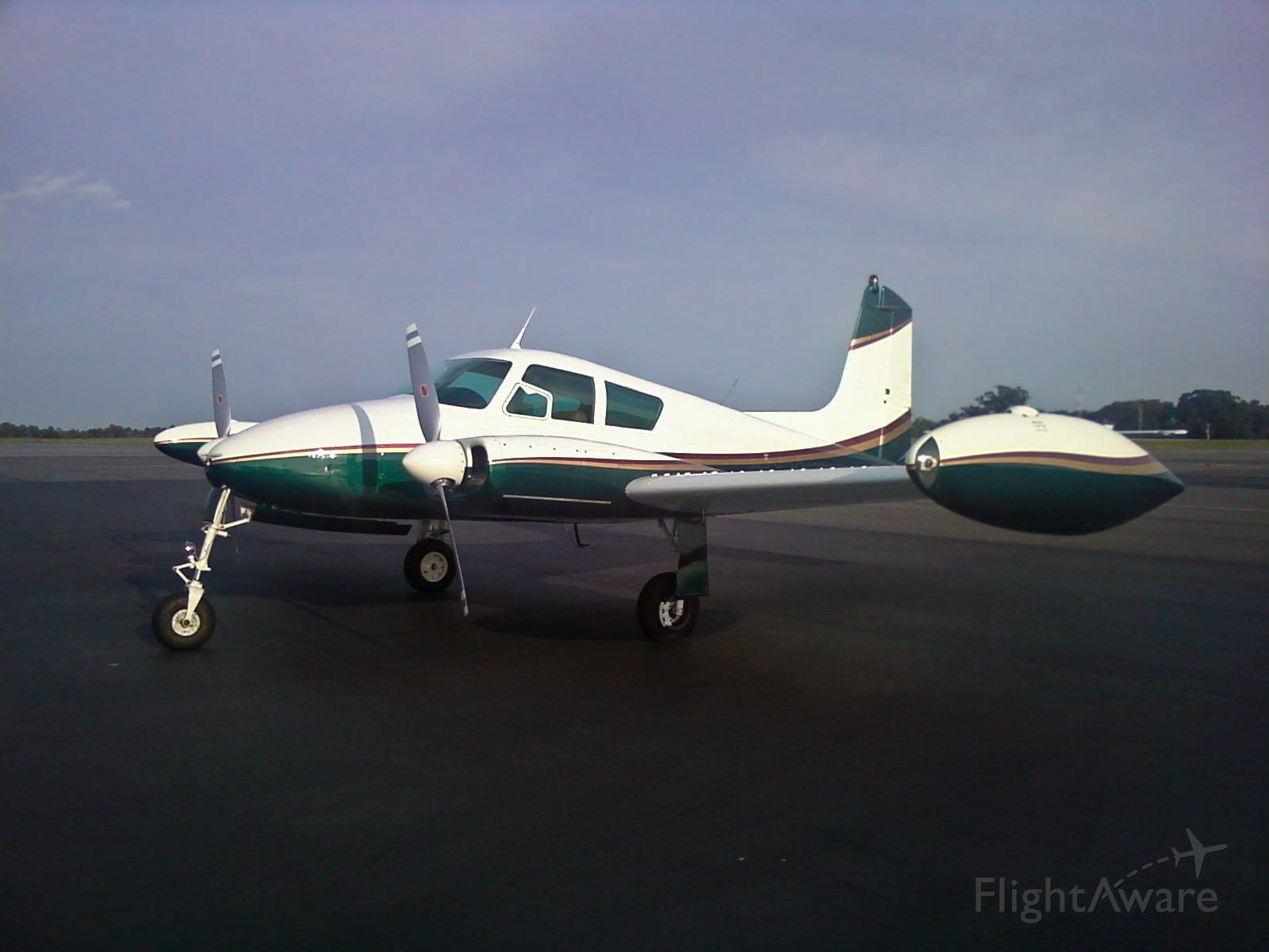 Cessna 310 (N5267A)