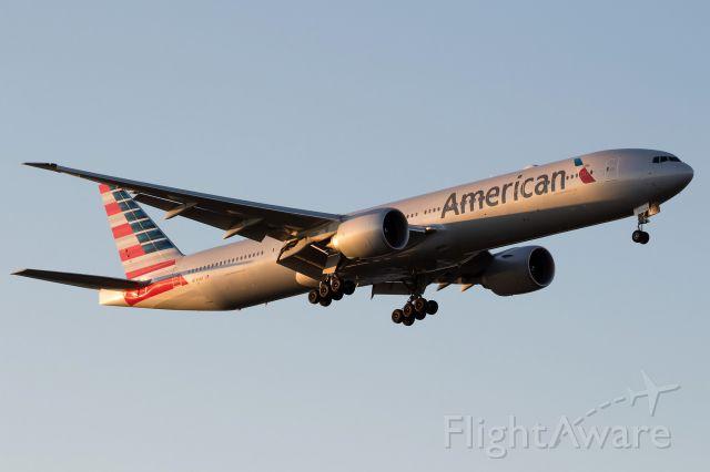 BOEING 777-300ER (N734AR)