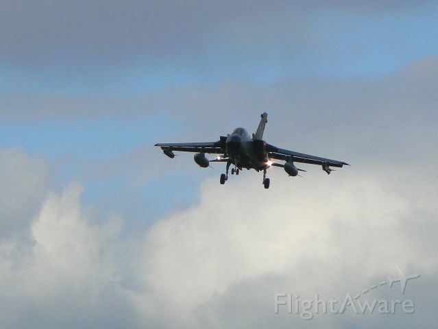 — — - Anflug Tornado auf Büchel-Wetter naht!
