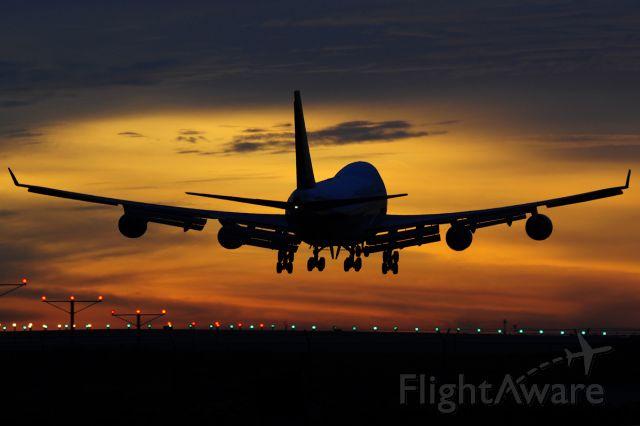 Boeing 747-400 (9V-SFM)