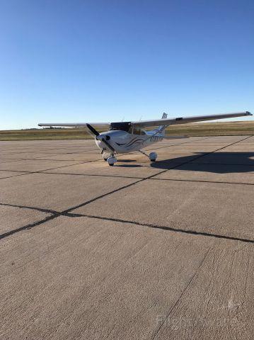 Cessna Skyhawk (N713FS)