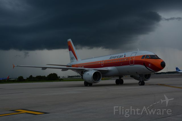 Airbus A319 (N742PS) - Taxing out before the storm.