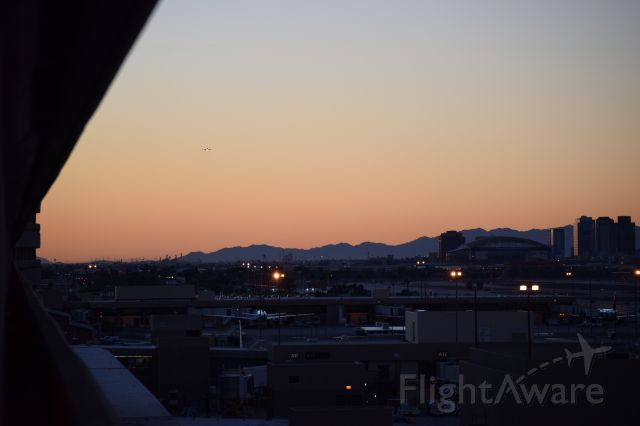 — — - On final into Phoenix Sky Harbor(1.24.2015) last night