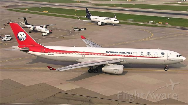 Airbus A330-200 (B-5945)
