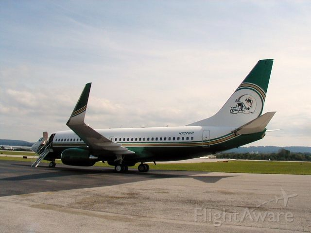 Boeing 737-700 (N737WH) - 737 BBJ, simply beautiful. What a way to travel.