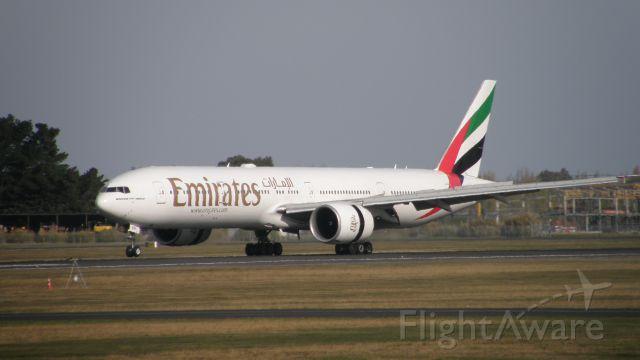 BOEING 777-300ER (A6-EBR)